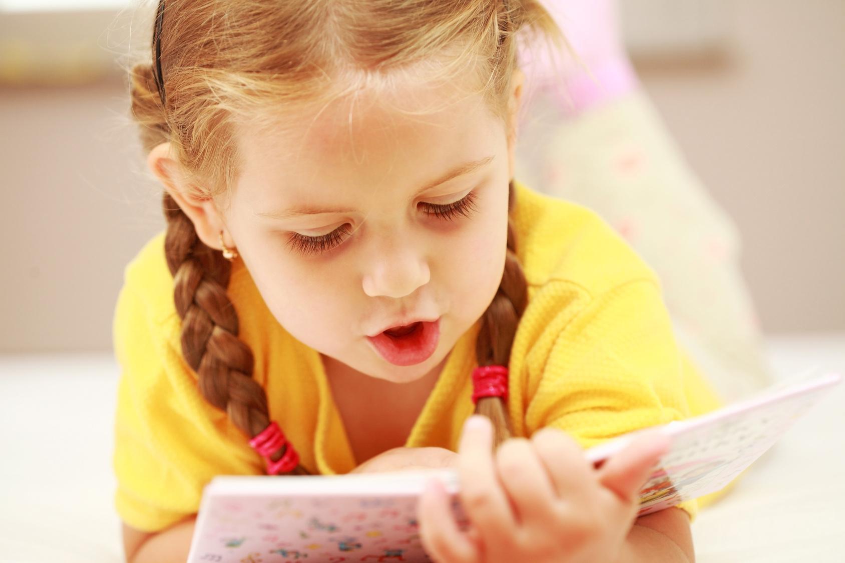 Учить ребенка разговаривать по картинками